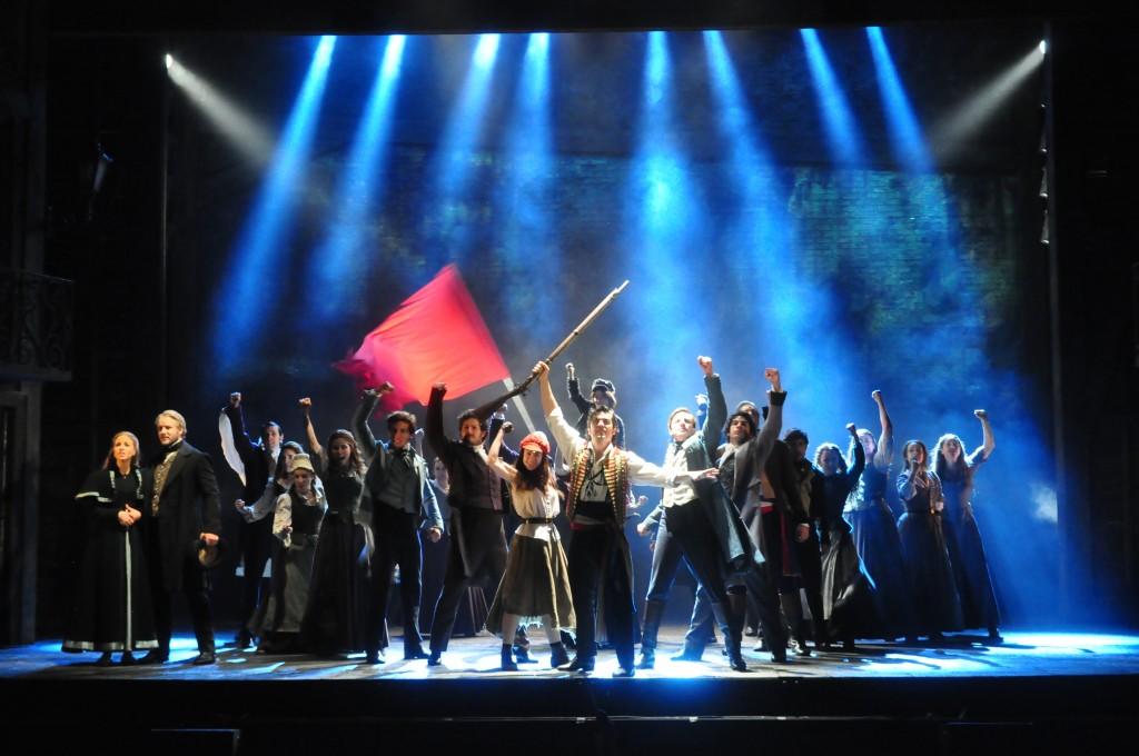'Los Miserables', sobre el escenario del auditorio Víctor Villegas. FOTO: Carm