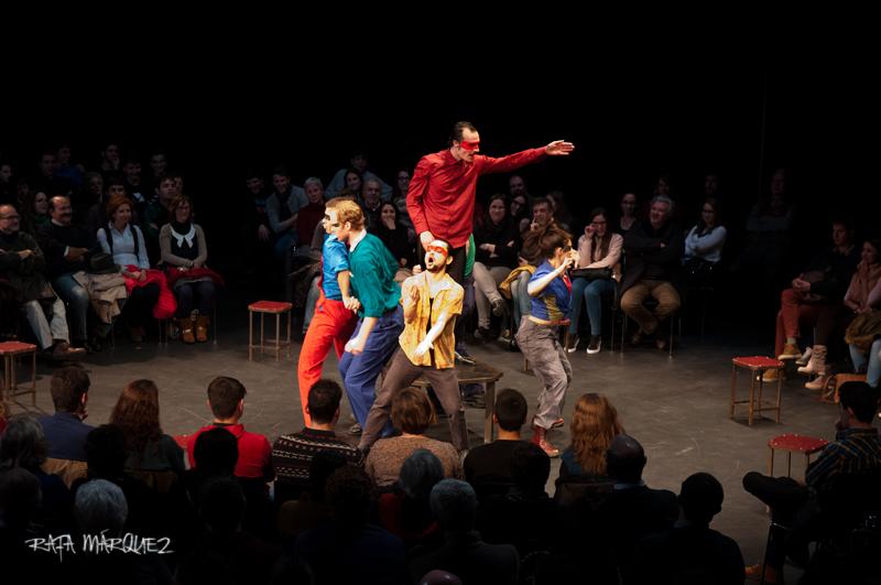 Los actores de Obskené, sobre el escenario del Teatro Circo Murcia. Foto: RAFA MÁRQUEZ
