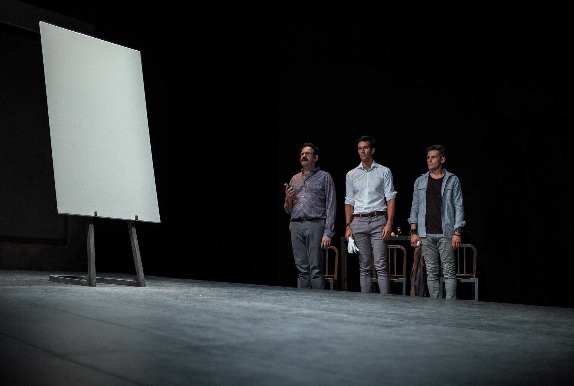 Los protagonistas de 'Arte', sobre el escenario (www.teatrokamikaze.com)