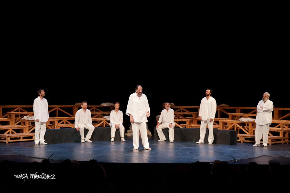Los actores de 'Sócrates. Juicio y muerte de un ciudadano', sobre el escenario del TCM